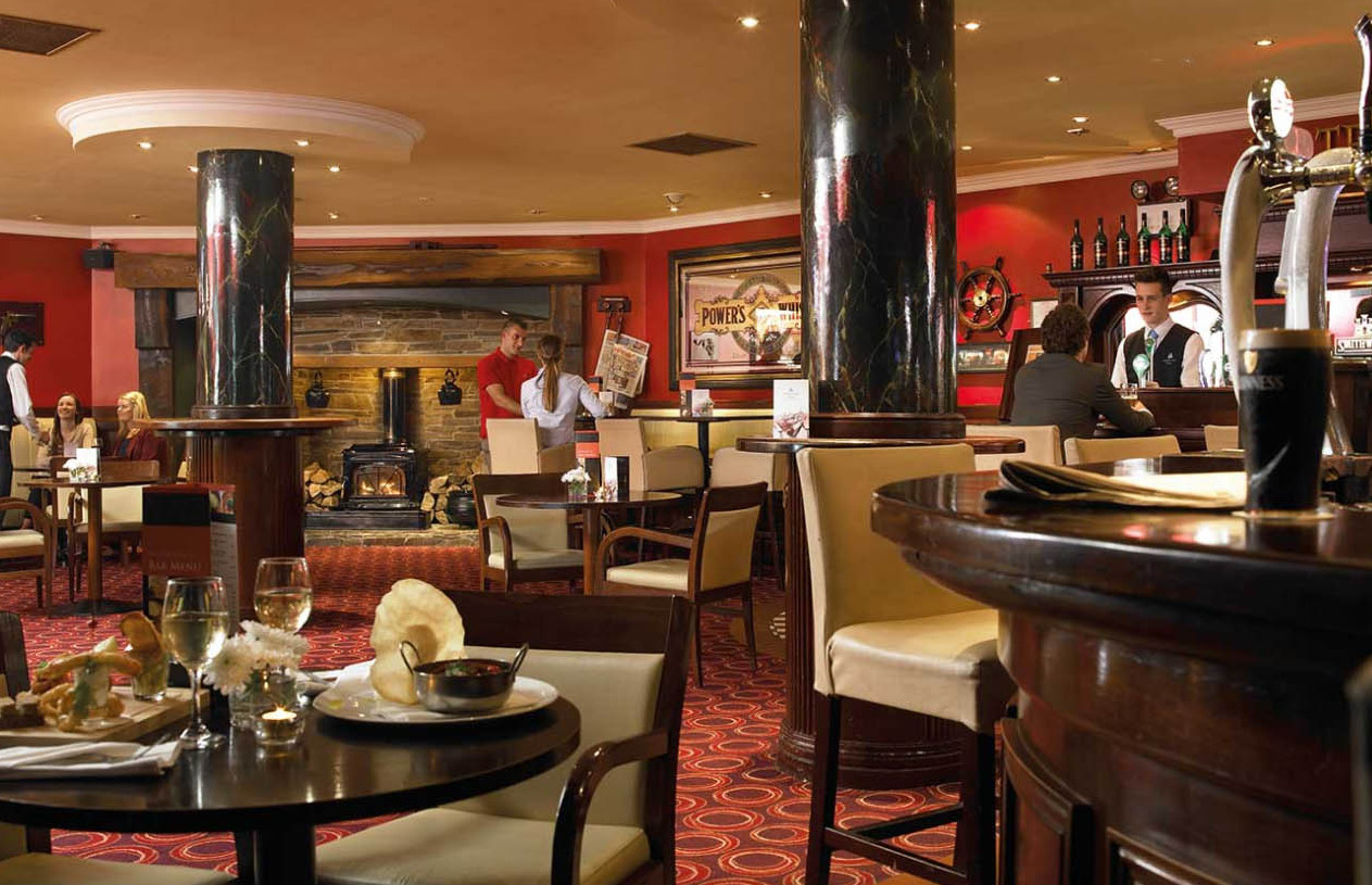 Things to do in County Roscommon, Ireland - Hodson Bay Hotel - The Waterfront Bar - YourDaysOut - Photo 5